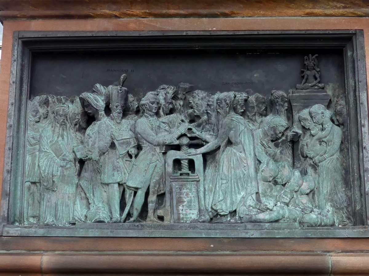 Darstellung des Buchdrucks am Gutenberg-Denkmal
