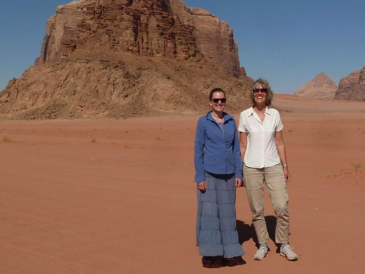 Gina und Victoria in der Wüste