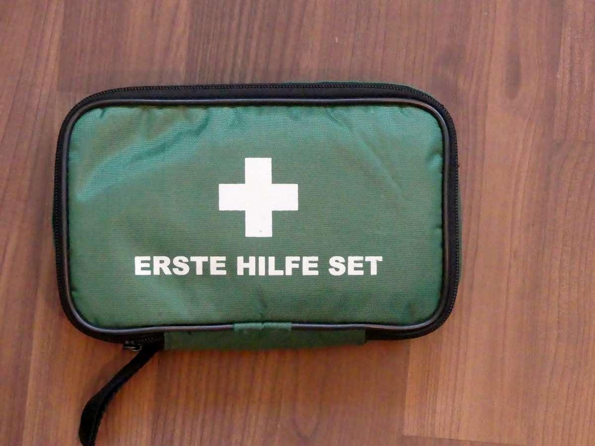 """Gepolsterte Tasche für empfindliche Teile, Aufschrift """"Erste Hilfe Set"""""""
