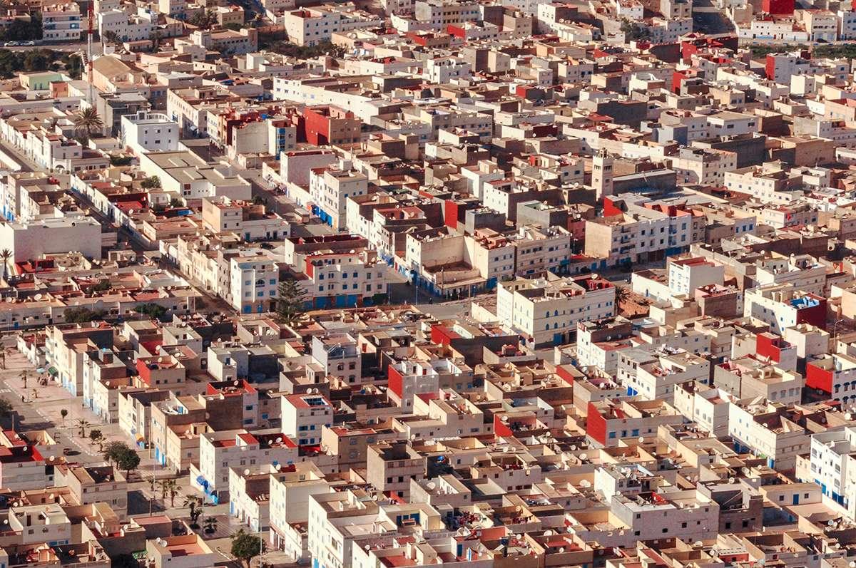 weiße kubische Häuser von Sidi Ifni in Marokko
