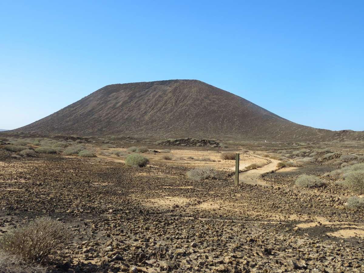 Der typische Vulkankegel der Insel Lobos