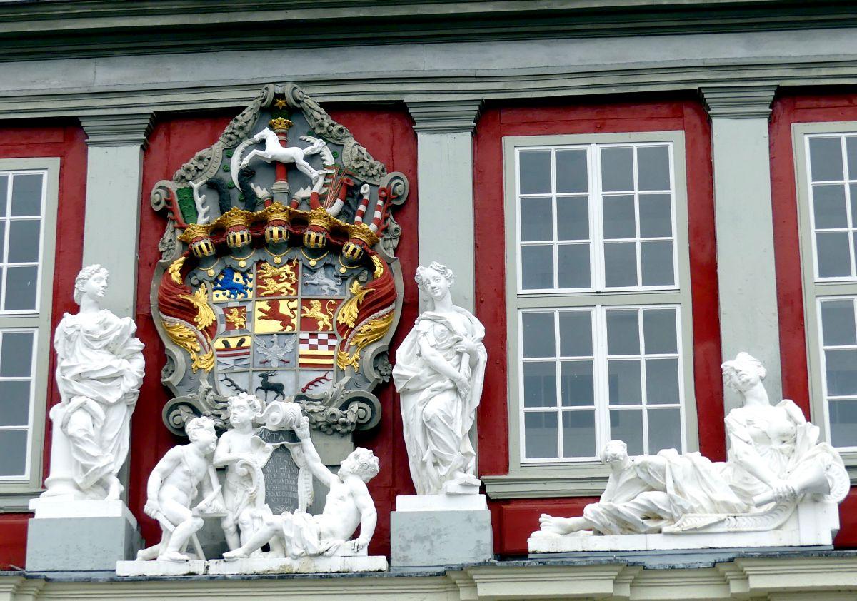 Das Wappen der Welfenfürsten über dem Schlossportal