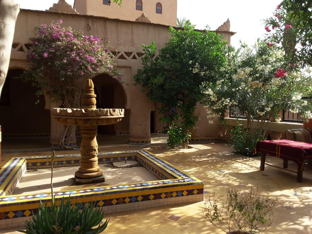 Der Innenhof des Riad mit kleinem Brunnen