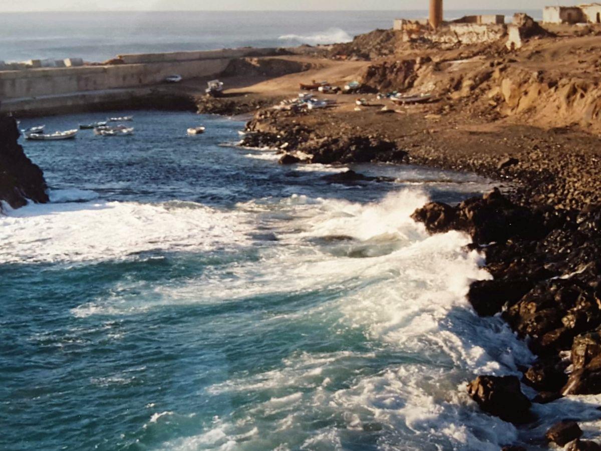Brandung am Hafen von El Cotillo auf Fuerteventura