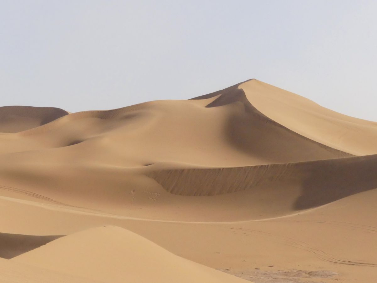 Große Sanddünen im Erg chegaga in der Sahara