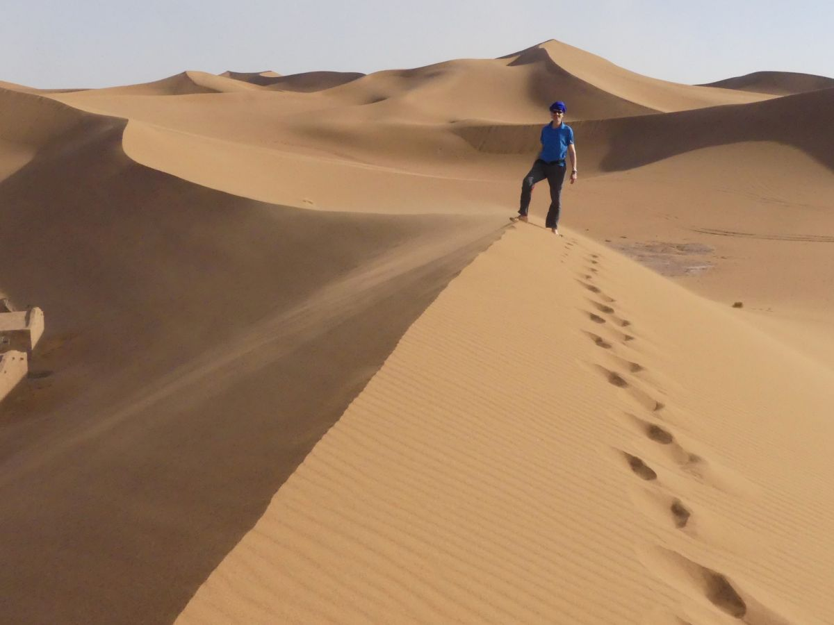 Fußspuren über die Düne