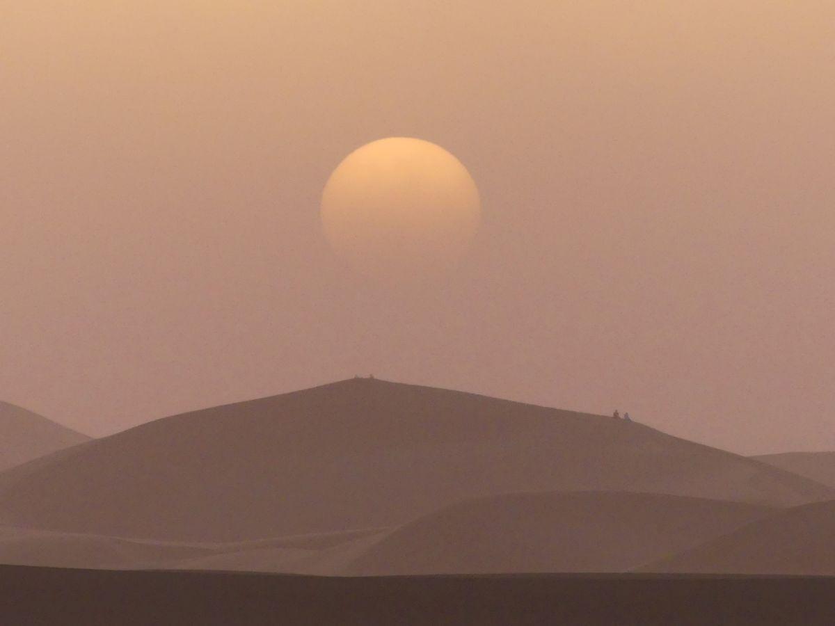Sonnenuntergang in der Sahara in Marokko