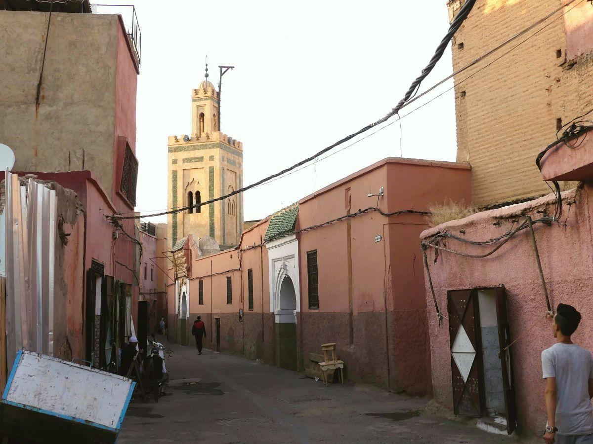 Straße mit Moschee