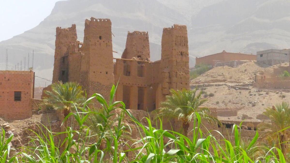 Kasbah im Draa-Tal in Marokko.