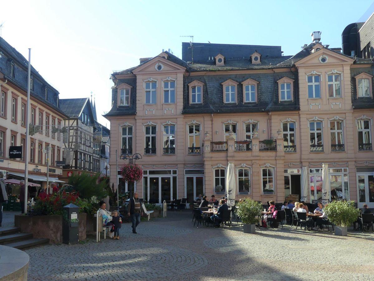 Schöne Häuser am Marktplatz.