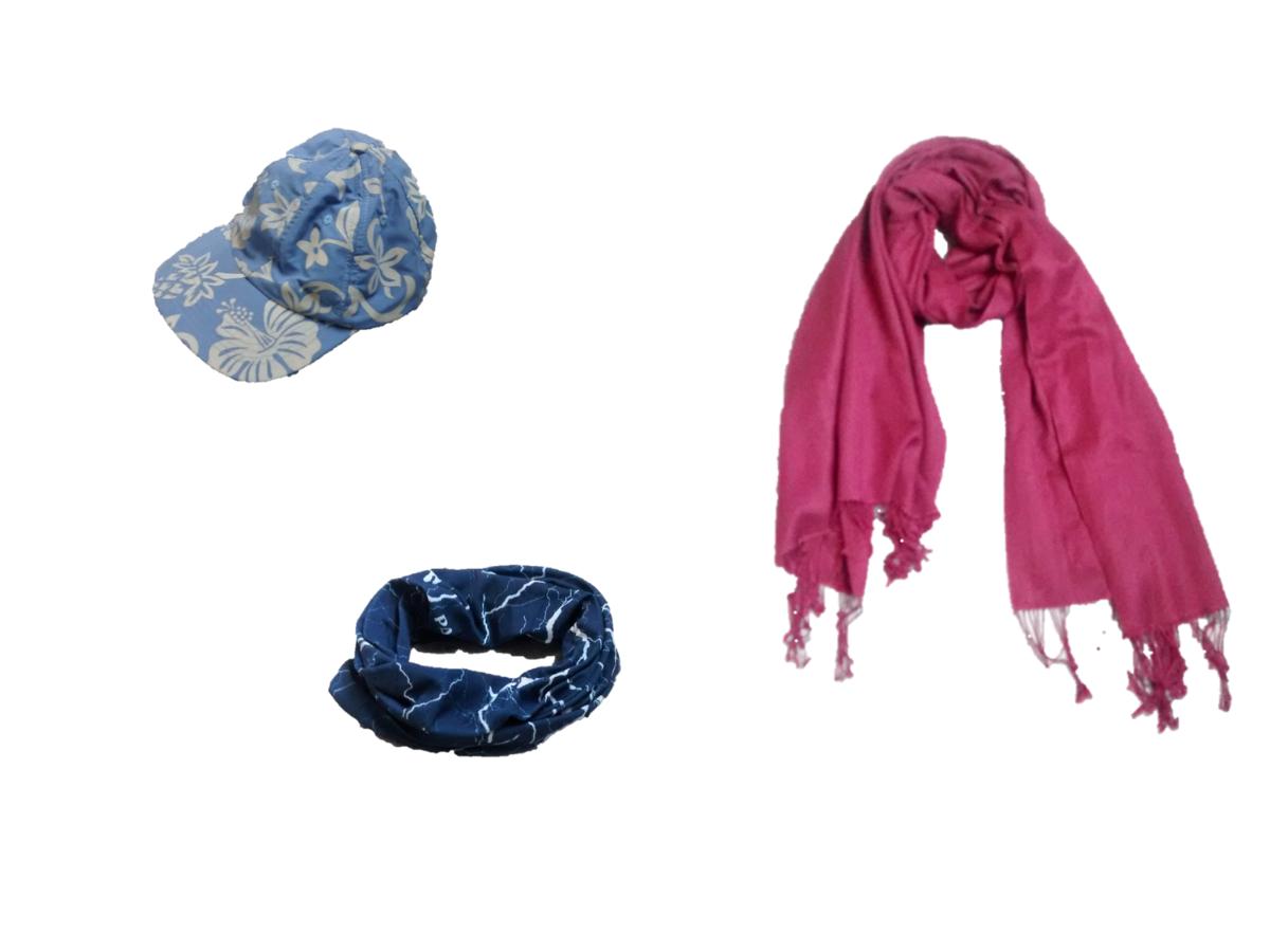 Blaue Sonnenkappe, pinker Pashmina-Schal und Schlauchschal