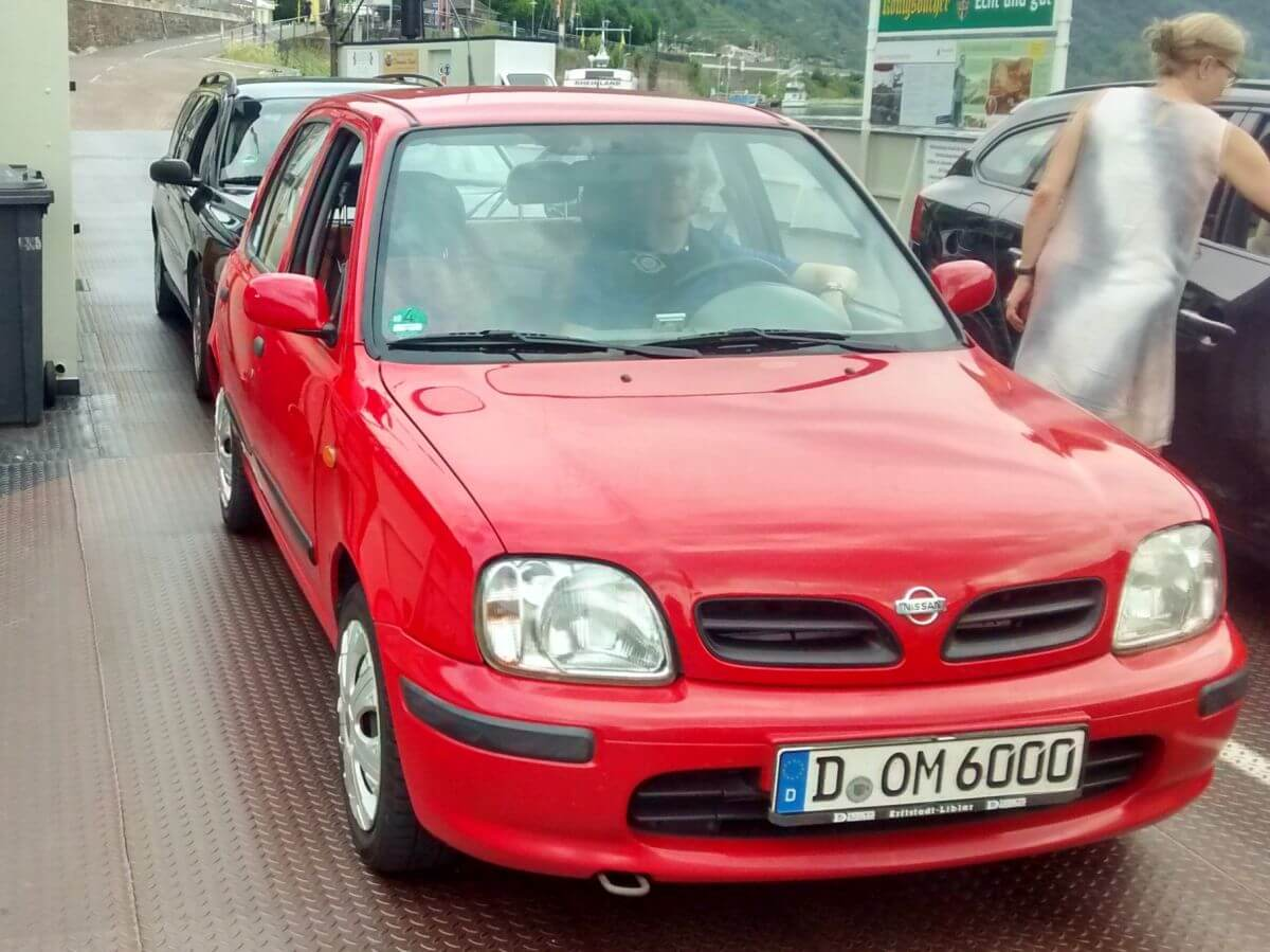 roter Nissan Micra