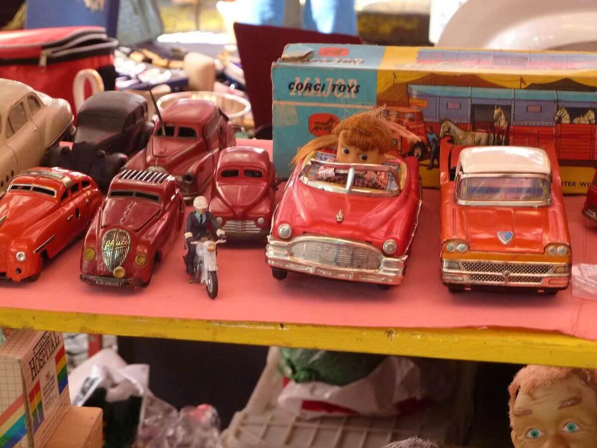 Spielzeugautos aus Blech