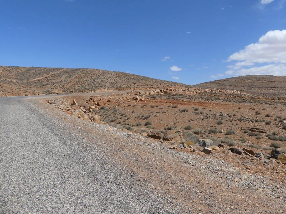 Straße in felsiger Umgebung