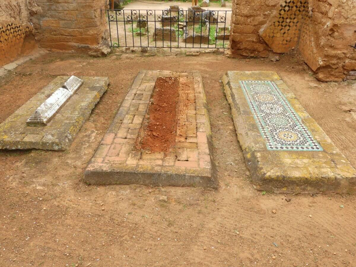Drei Grabstellen