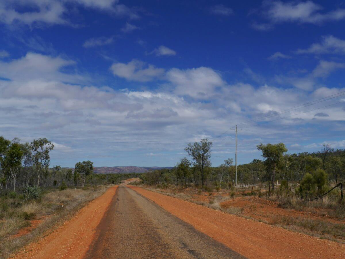 Gerade Straße im Outback.
