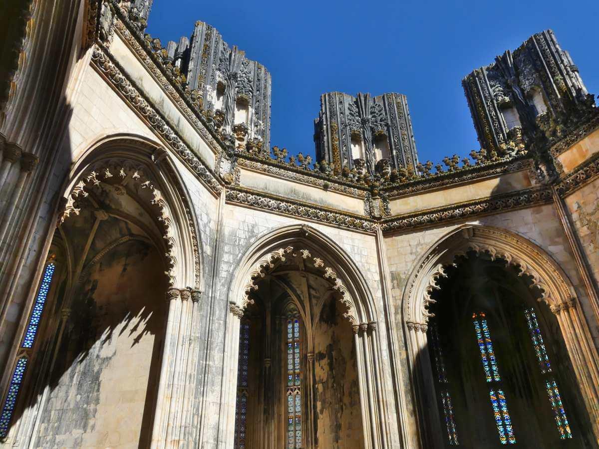 Seitenkapellen und unvollendete Pfeiler.