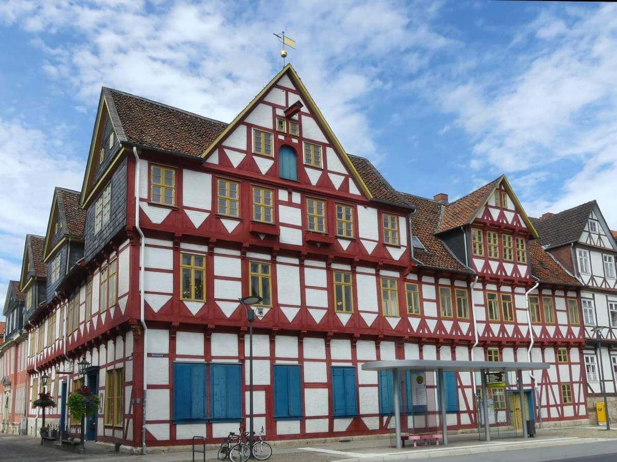 rot-weißes Fachwerkhaus in wolfenbüttel.