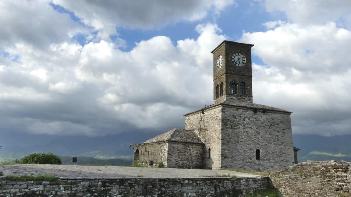 Uhrturm der Burg von Gjirokastra.