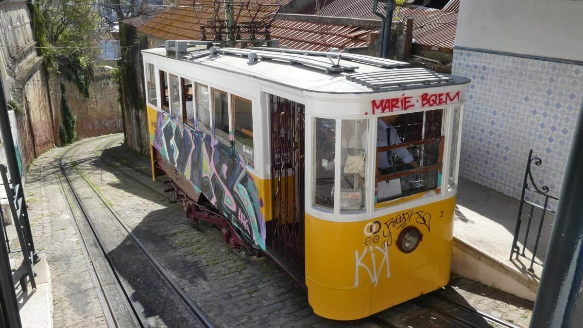 Gelbe Straßenbahn.
