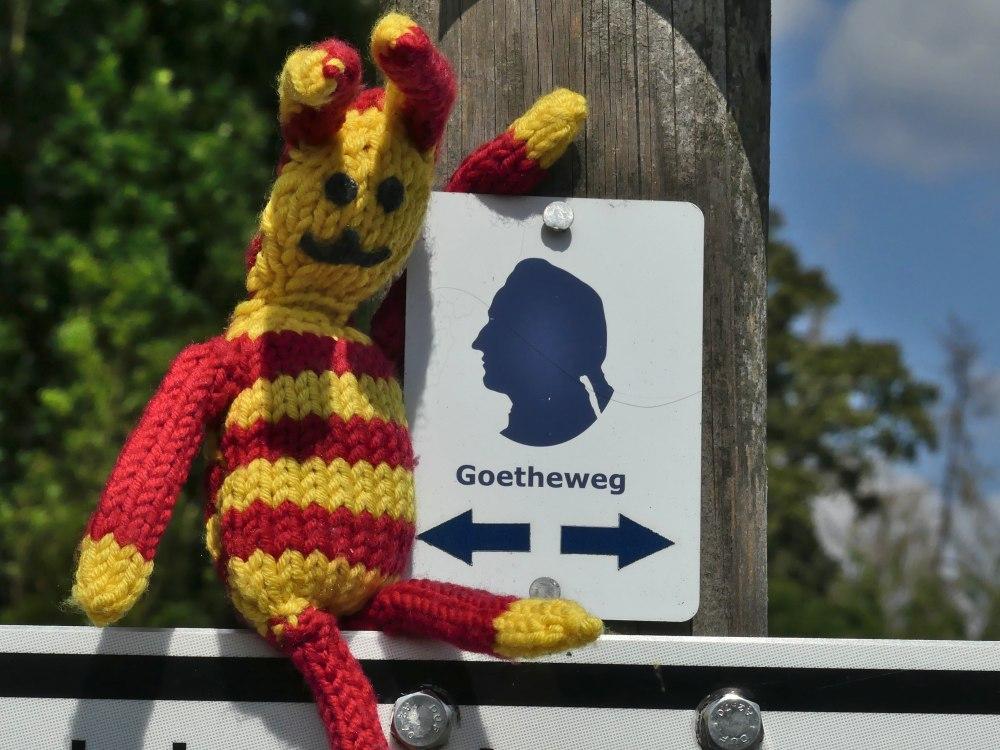 Emblem des Goethewegs: Blauer Kopf.