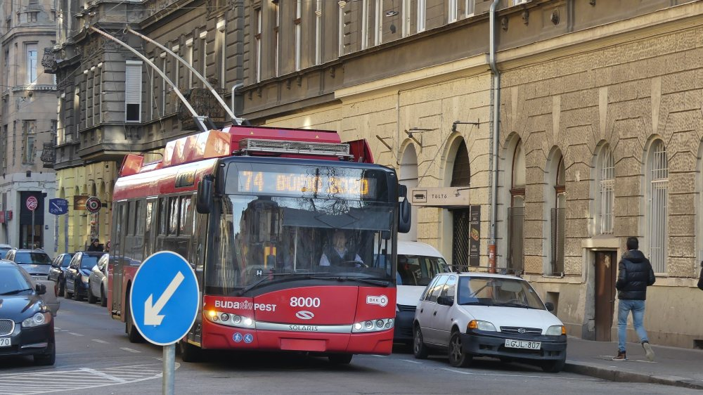 Roter Bus in Budapest.
