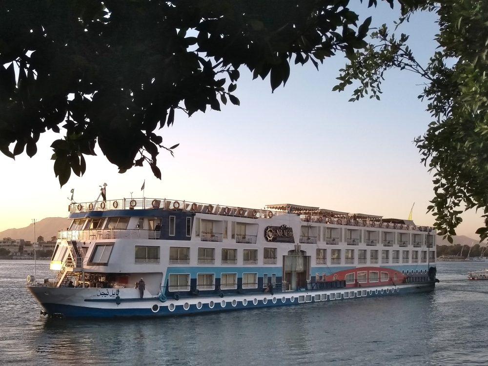 Nilkreuzfahrt-Schiff auf dem Nil.