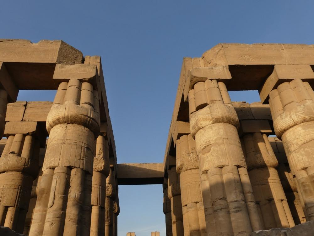 Säulen des Luxor-Tempels im Abendlicht.