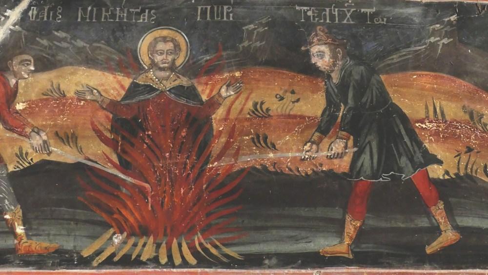 Fresken eines auf dem Scheiterhaufen brennenden Heiligen.