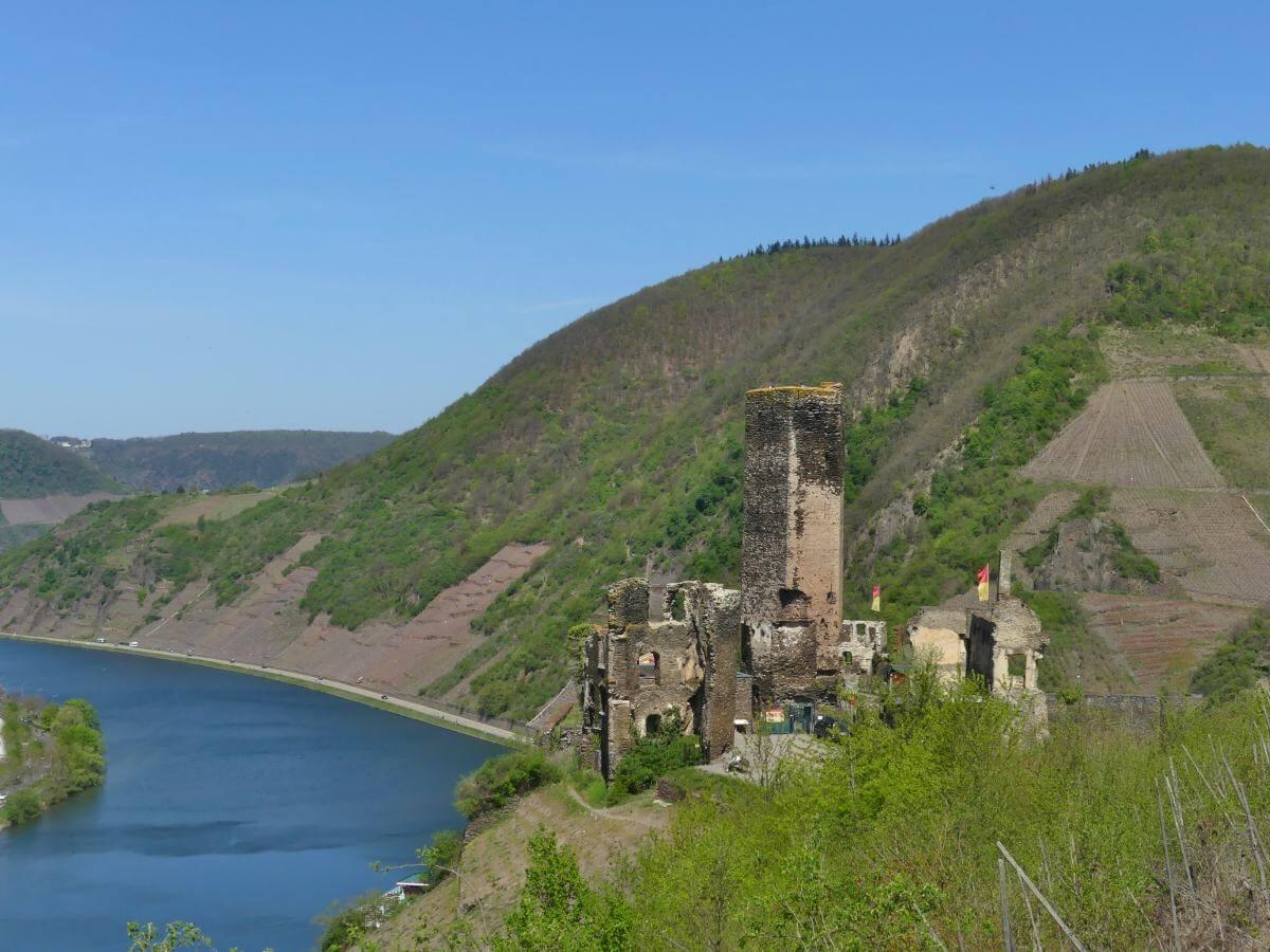 Burg Metternich über Beilstein an der Mosel.