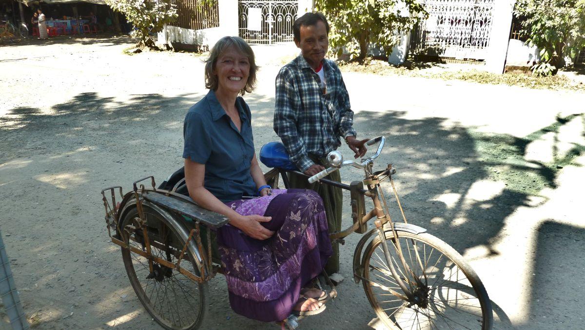 Rikschafahrer mi Passagierin.