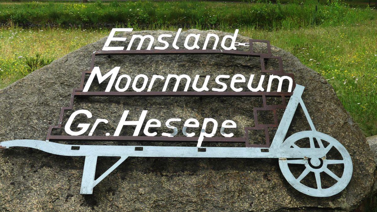 Eingangsschild des Moormuseums Emsland.