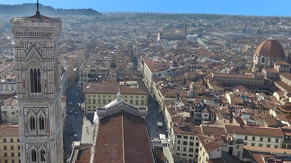 blick von der Domkuppel über das Dach des Doms und den Campanile.