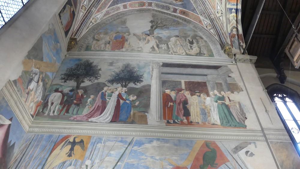 Bunte Fresken in der Cappella Bacci.