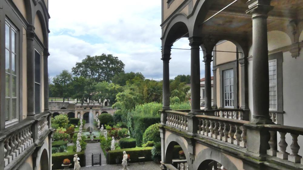 Blick vom Balkon des Palazzos in den Barockgarten.