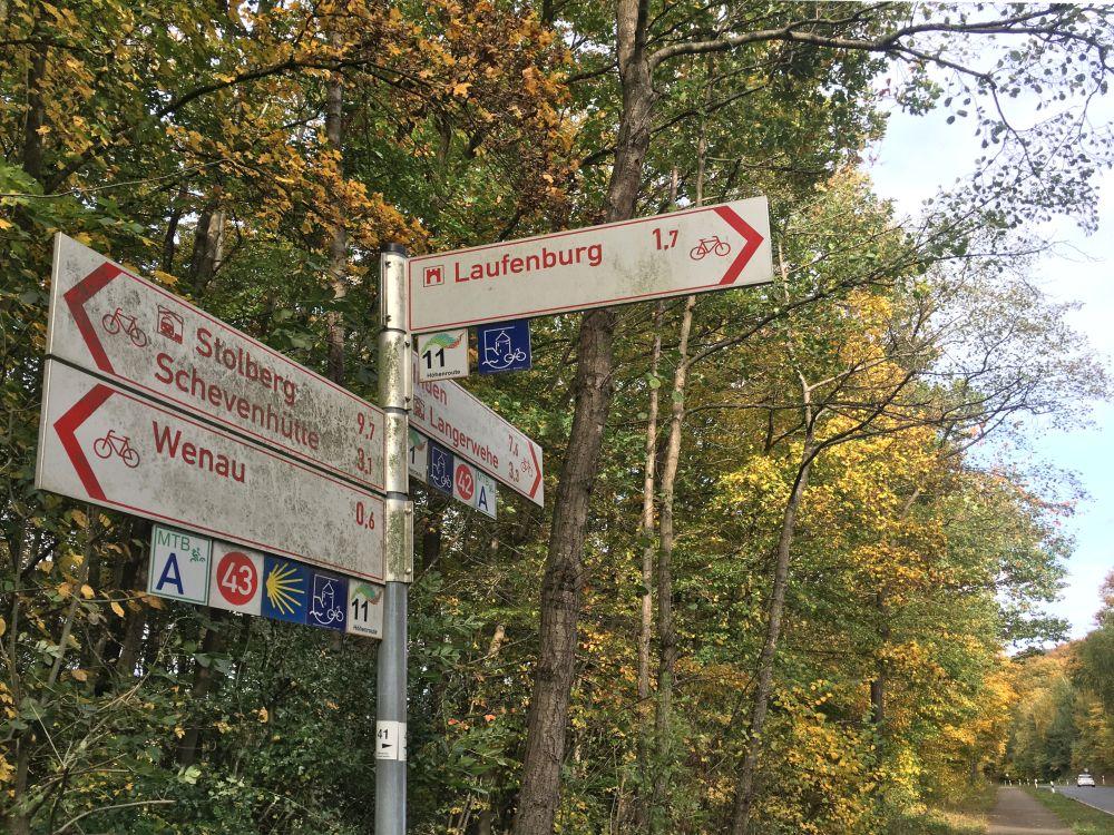 Wegweiser zur Laufenburg.