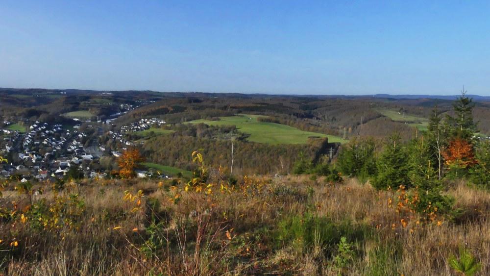 Blick über Täler und Hügel.