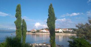 Blick über eine Bucht auf der Insel Ugljan in Kroatien.